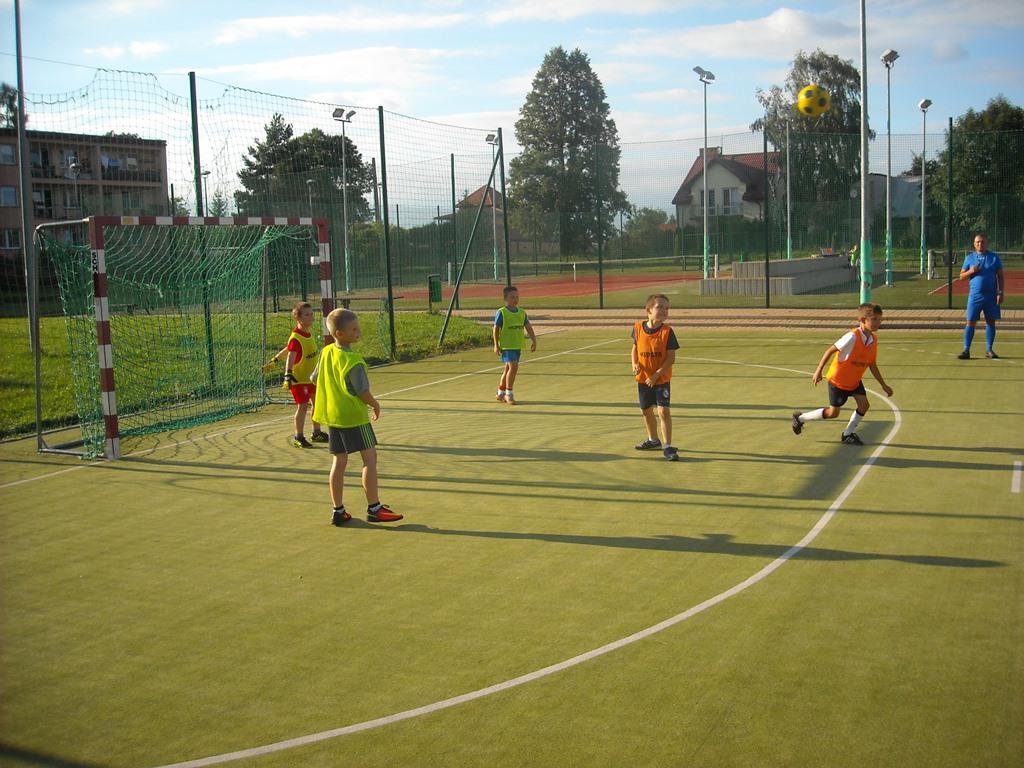 GOSiR wWodzisławiu utworzył dwie grupy piłkarskie wwieku 7-9 lat oraz 10-12 lat